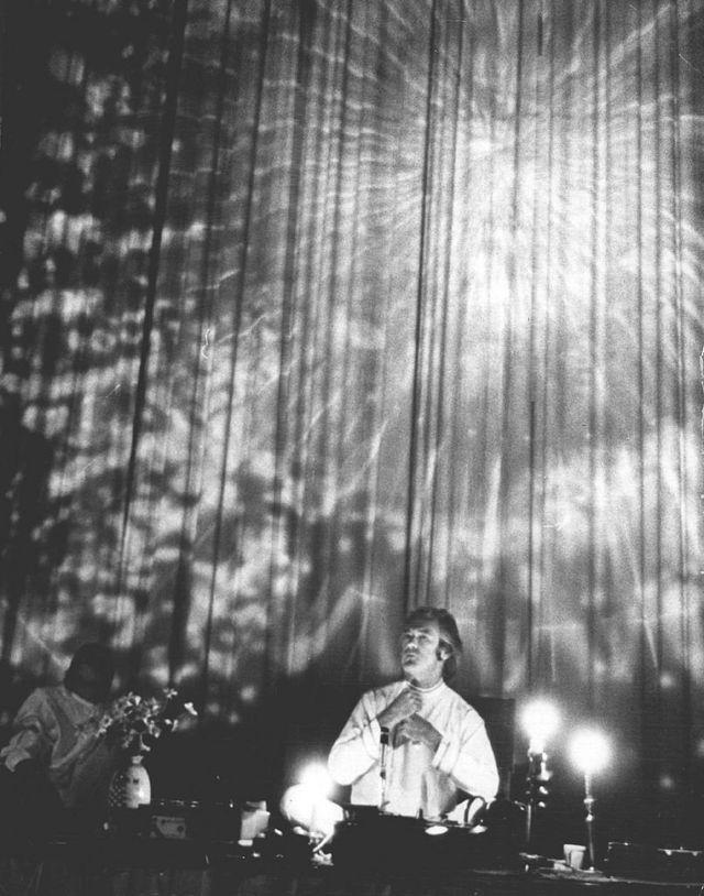 Тимоти Лири в университете города Денвер, штат Колорадо во время лекции об ЛСД. 21 сентября 1967 г.