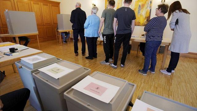 Final voting under way in European elections