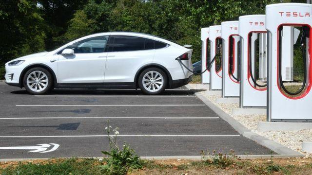 Imodoka ya Tesla iri ku muriro