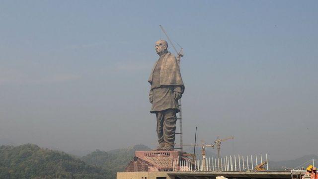 குஜராத்தில் ரூ.29 கோடி செலவில் உலகின் உயரமான சிலை - விவசாயிகள் கோபம்