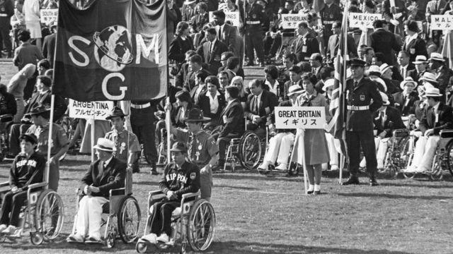 Imagen de la ceremonia de inauguración de los Juegos Paralímpicos de Tokio 1964.