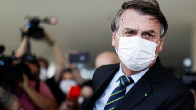 Jair Bolsonaro dá entrevista