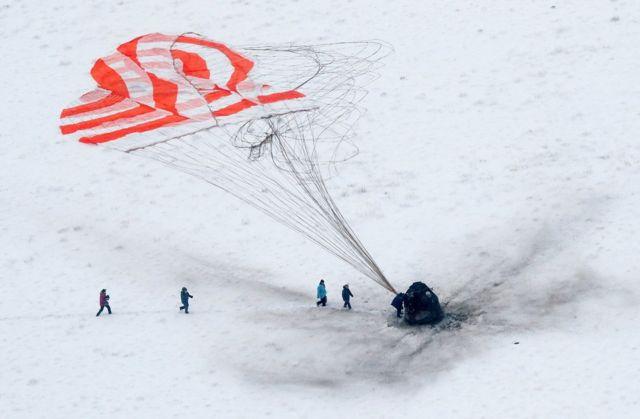 Beynəlxalq Kosmik Stansiyanın heyət üzvləri Soyuz MS-09 kapsulunda Yerə qayıdıblar.