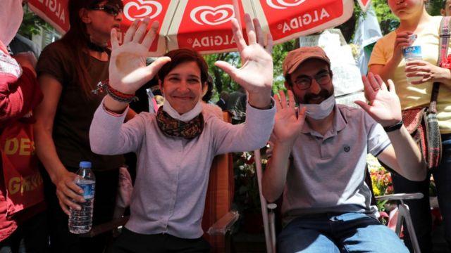 KHK'lerle ihraç edilen eğitimciler Nuriye Gülmen ve Semih Özakça işlerine iade talebiyle Mart ayında açlık grevine başladı