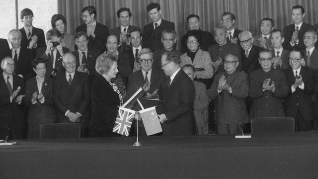 英國首相撒切爾夫人與中國總理趙紫陽簽署中英聯合聲明