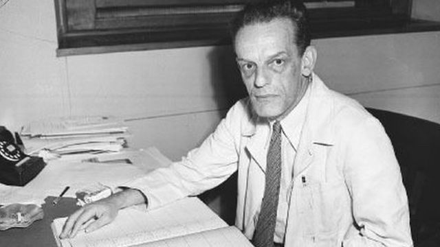 En 1951, Max Theiler, médecin sud-africain, est distingué par le Prix Nobel de Médecine pour ses recherches sur la fièvre jaune, et les moyens de lutte contre cette maladie.