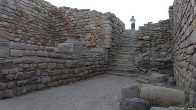 उत्खननात सापडलेलं सिंधू संस्कृतीतलं एक ठिकाण