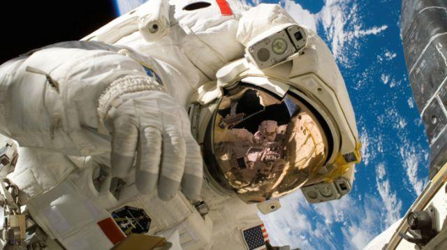 มนุษย์อวกาศในอวกาศ