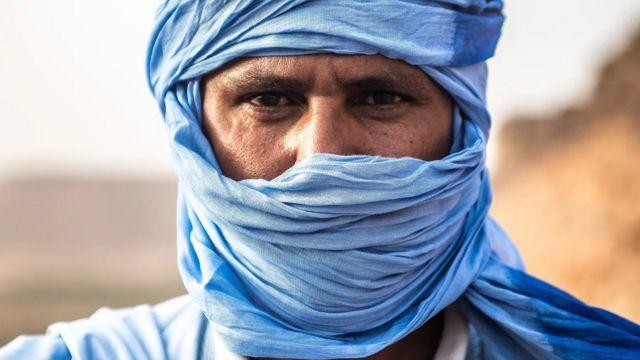 Les styles de mode symbolisent la culture et les traditions nomades des Touaregs.