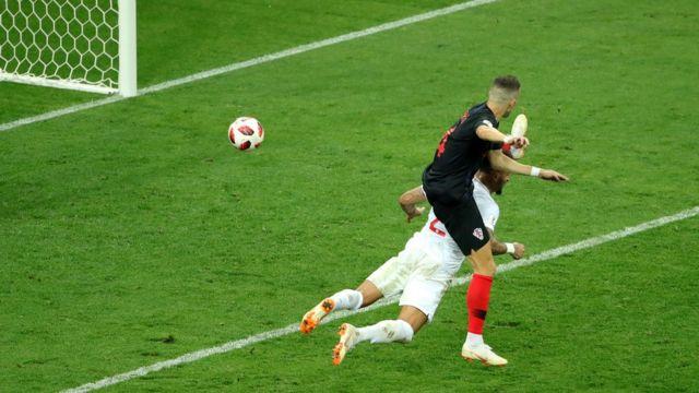 Perisic gỡ hòa cho Croatia ở phút 68