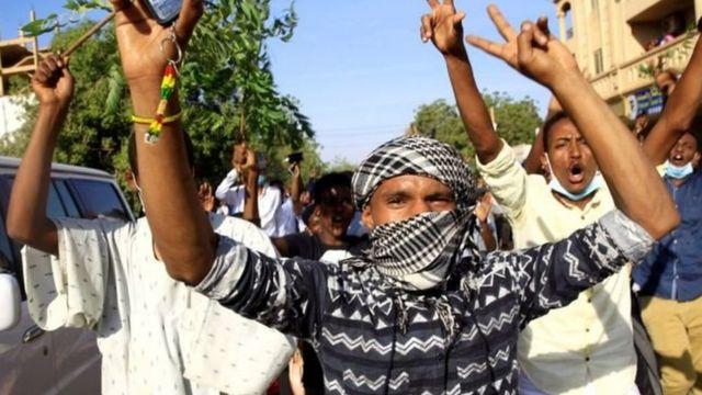 Unjuk rasa anti-pemerintah dimulai pada bulan Desember terkait dengan peningkatan harga roti.