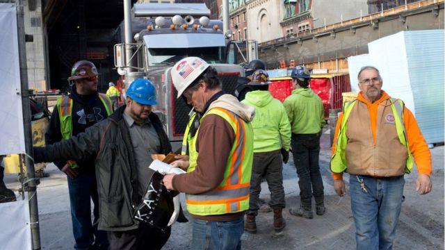 Travailleurs de la construction dans les chantiers Hudson, dans le quartier ouest de Manhattan, New York, décembre 2016