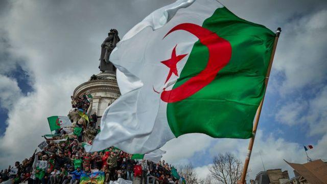 Depuis deux semaines, le président Bouteflika a fait face à une contestation inédite en 20 ans de pouvoir.