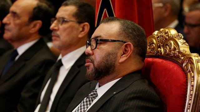 الملك محمد السادس وعدد من المسؤولين