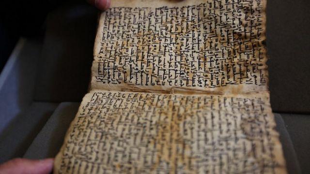 عثر في المكتبة على مخطوطة للأناجيل الأربعة كتبت بالخط الكوفي