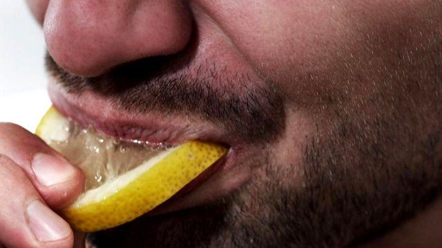 Судя по всему, интроверты сильнее реагируют на острые ощущения, такие как кислый вкус лимона