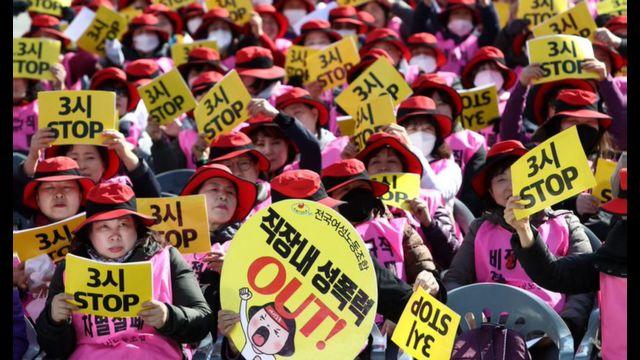 Mulheres sul-coreanas protestam contra a desigualdade de gênero em manifestação de 2018
