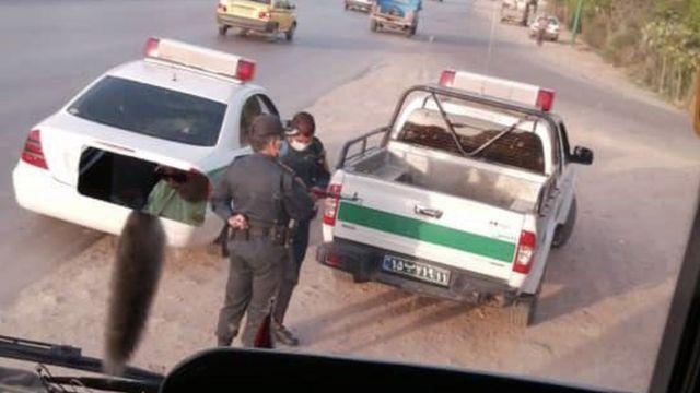 نیروهای امنیتی اتوبوس را محاصره و سرنشینان را بازداشت کردند