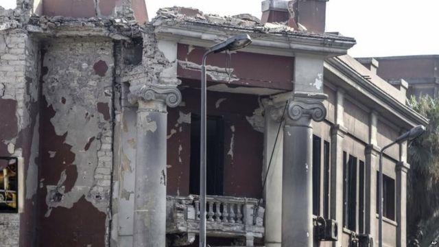 Islamic State 'behind blast' at Italian consulate in Cairo