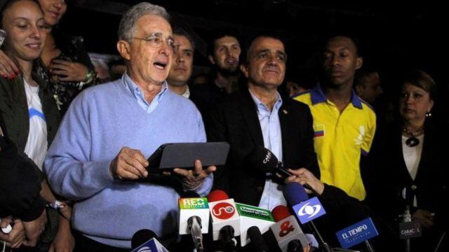 Uribe, mientras daba su discurso tras el resultado del referendo.