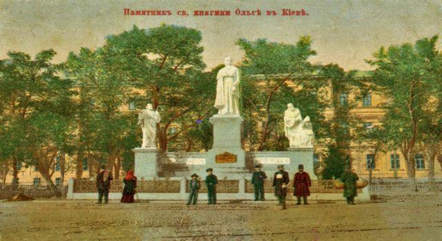 Перша робота І. Кавалерідзе як скульптора - пам'ятник княгині Ользі в Києві. Встановлений 1911 року, відновлений в 1996-му