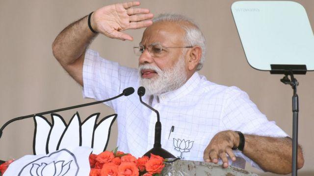 রাজ্যে তার জনসভাগুলোয় প্রধানমন্ত্রী মোদী 'সোনার বাংলা' গড়ার প্রতিশ্রুতি দিয়েছেন