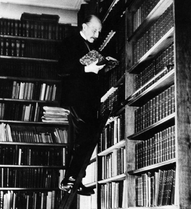 Planck en su biblioteca