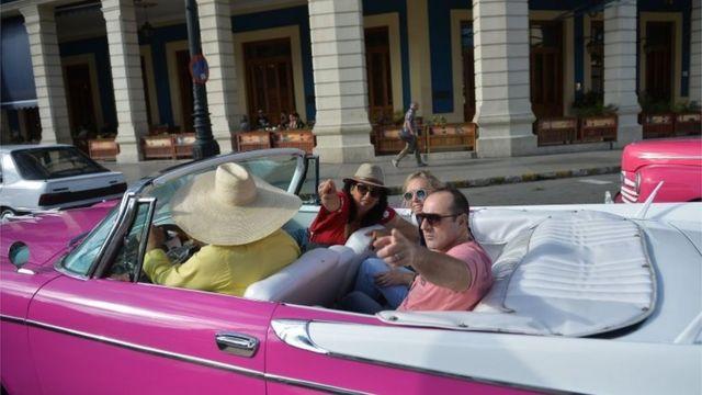 Turistas en Cuba