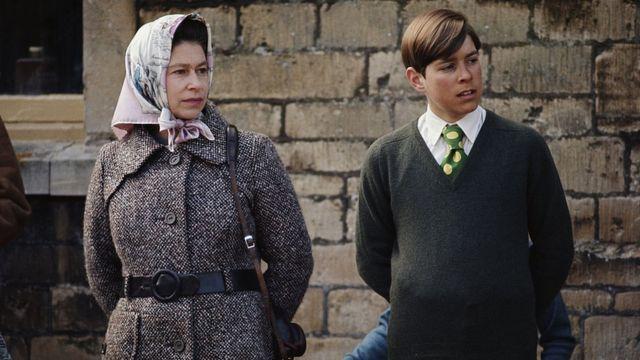 Принц Эндрю и королева.