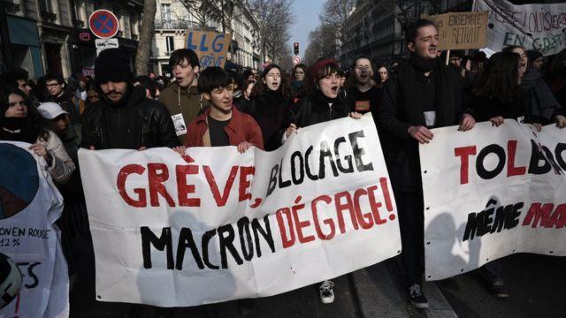 • به دنبال اعتراضات اتحادیهها در مخالفت با اصلاحات نظام بازنشستگی، شبکه حمل و نقل عمومی پاریس در دسامبر و ژانویه به مدت ۶ هفته به شدت دچار اختلال شد