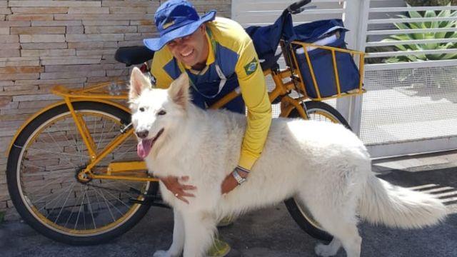 Carteiro e cachorro