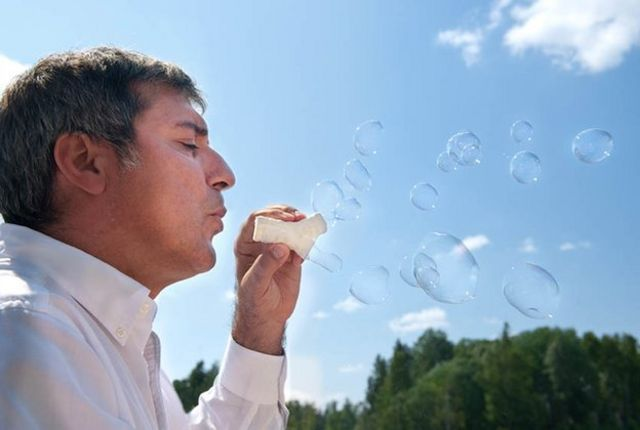 Macchiarini haciendo burbujas con tráqueas