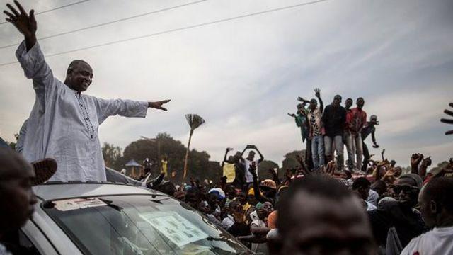 """Adama Barrow, un homme d'affaires, a déclaré qu'il ne veut pas diriger """"un pays qui n'est pas en paix avec lui-même""""."""