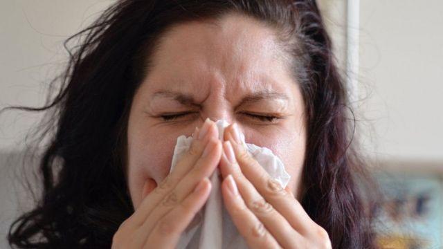 """Gejala tertular varian Delta terasa """"lebih seperti pilek berat"""" dengan sakit kepala, sakit tenggorokan, dan hidung meler atau tersumbat."""