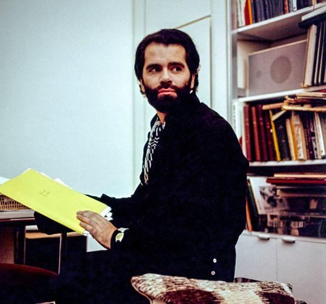 در آپارتمانش در پاریس، ۱۹۷۴