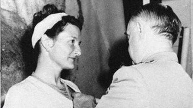 维吉尼亚‧霍尔二战时曾为英国情报局特工,后为美国中情局工作。1945年,二战结束后被授予杰出服役十字勋章,是获此殊荣的唯一平民女性(photo:BBC)