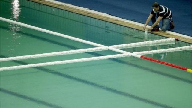 La piscina cuya agua se puso verde se encuentra en el Centro Acuático María Lenk.