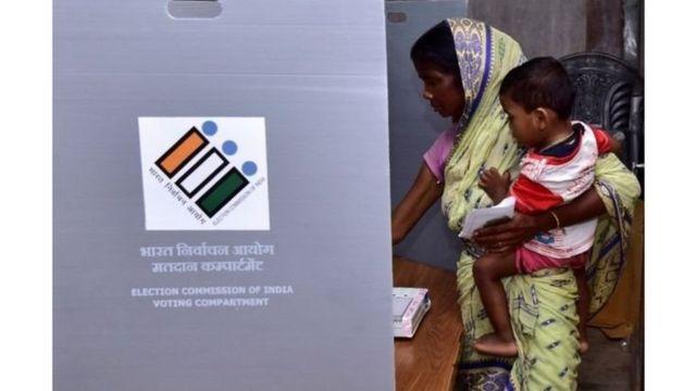 भारतात जवळपास 90 कोटी मतदार आहेत