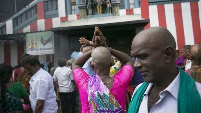 हिन्दुओं के धार्मिक कर्मकाण्ड 'मुण्डन' के दौरान काटे गए बालों से बने विगों को लगभग 56 देशों में निर्यात किया जाता है.