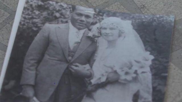 Jack y Lavinia en el día de su boda