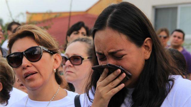 Mãe e irmã no funeral de Mara Castilla