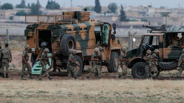 Турецкия армия на границе с Сирией