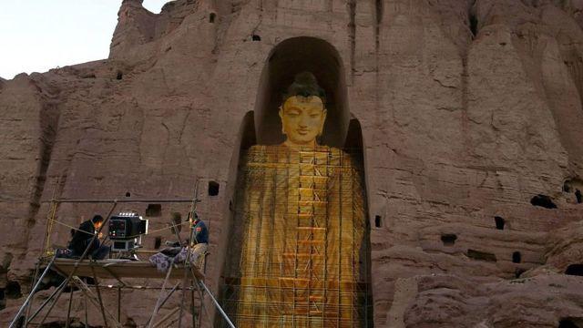 Una proyección de un buda en Bamiyán