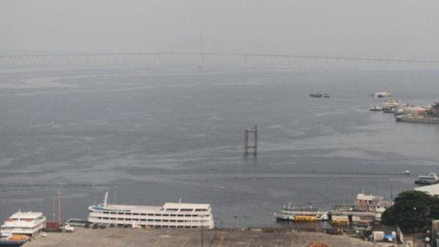 Neblina encobre o Rio Negro, em Manaus