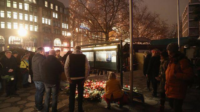 Lundi, un camion immatriculé en Pologne a foncé intentionnellement sur la foule de l'un des marchés de Noël les plus fréquentés de Berlin, faisant au moins 12 morts et 48 blessés