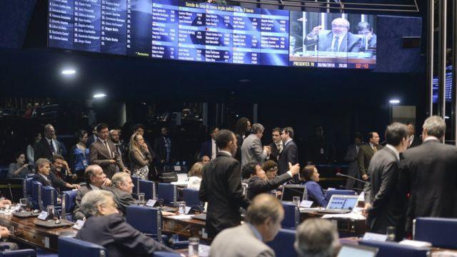 Defesa e acusação terão número igual de apoiadores durante depoimento de Dilma