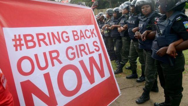"""Une vaste campagne de sensibilisation mondiale """"Bring back our girls"""" a été lancée en 2014."""