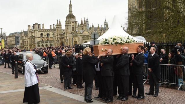 Vista del funeral de Hawking en Cambridge