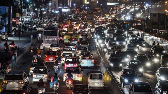 दिल्ली में गाड़ियां