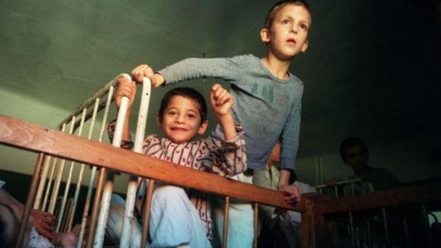 anak-anak di panti asuhan di kota Buchea